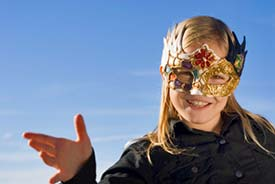 Plan_v_carnival_pretty_young_blonde_in_mask_hand_pointing_lorenz_ehrismann_istockphoto