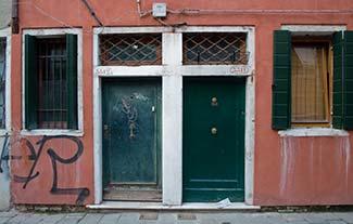 Corte de la Madona apartment doors