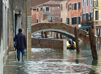 Flooded fondamenta in Venice