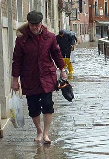 Barefoot man during acqua alta