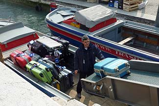 Cooperativa Trasbagagli luggage boat