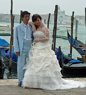 Japanese wedding couple in Venice