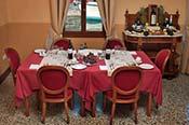 Kosherinvenice-restaurant-interior-175