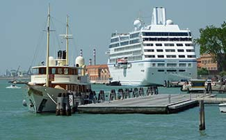 Vajoliroja and Oceania Insignia in Venice