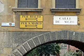 Calle de Mezo in Venice