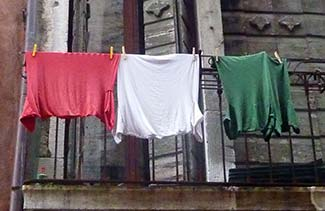Tricolore t-shirts for Italy's Unification Day