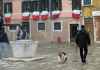 Italian flags in Campo San Silvestro