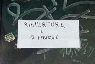 riapertura sign in venice