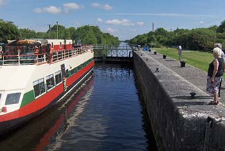 SHANNON PRINCESS at Meelick Lock on River Shannon