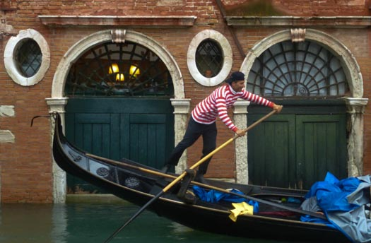 Gondolier with backwards baseball cap