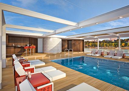 Emerald Waterways swimming pool and bar