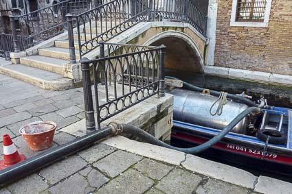 Pozzo-nero-boat-and-fondamenta-11-c-1140461
